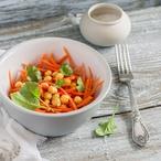 Cizrnový salát s mrkví a petrželkou