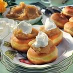 Vdolečky s jablečným pyré a smetanou