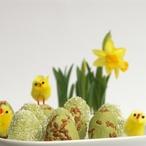 Velikonoční vajíčka se zeleným čajem