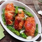 Kuřecí prsa obalená v prosciuttu se salátem