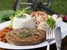 Hamburger s rýží a paprikami