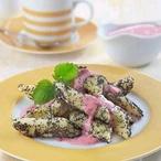 Bramborové šištičky v jahodové omáčce
