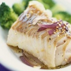 Mořská ryba pečená vsolné krustě