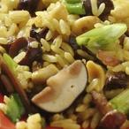 Rýžový salát s houbami a arašídy