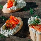 Chlebíček s hruškou a modrým sýrem
