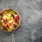 Lollo rosso salát s řepnými výhonky