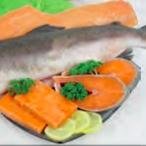 Opečené fi lé z lososa v bazalkové omáčce