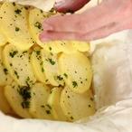 Telecí s houbami, zeleninou a pažitkovými bramborami