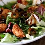 Listový salát s krůtím masem a sýrem