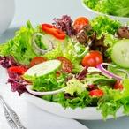 Salát s restovanou zeleninou
