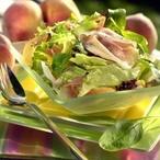 Salát s broskvemi a parmskou šunkou