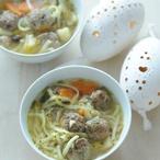 Hovězí polévka s játrovými knedlíčky