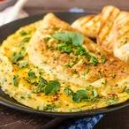 Omeleta se špenátem a jarním salátem