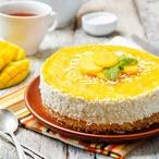 Zázvorový koláč s krémem a mangem