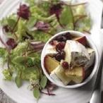 Salát s rozpečeným hermelínem