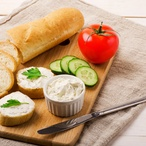 Sýrová pomazánka a chlebové puzzle