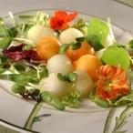 Kaki salát s kozím sýrem