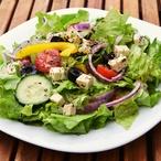 Řecký zelený salát s olivami