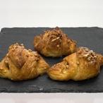 Ořechové minicroissanty s burákovým máslem