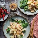 Salát s pomelem a uzeným pstruhem