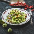 Kapustový salát s ořechy a rozinkami
