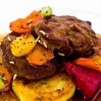 Vepřová líčka na zázvoru s bramborovými placičkami a zeleninou