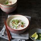 Kuřecí polévka tom kha