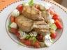 Salát s panenkou, avokádem a rajčaty