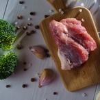 Rychle restované vepřové s brokolicí a nudlemi