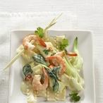 Těstoviny s krevetami, ananasem a čínským zelím