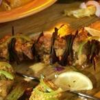 Marocké jehněčí ražniči se salátem