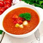 Studená španělská polévka s rajčaty –gazpacho