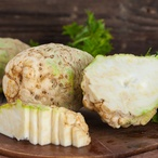 Celerový salát s mákem
