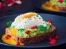 Bezlepkový sendvič s avokádem a pošírovaným vejcem