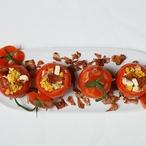 Rajčata plněná kukuřičným restovaným salátem