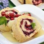 Piškotová roláda s letním ovocem
