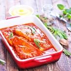 Zapečené rybí filé s rajčatovou omáčkou