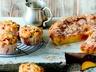 Muffiny s broskvemi a rybízem