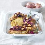 Pečená kuřecí prsa s cibulkou a ovocem