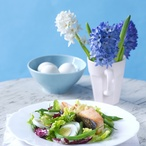 Salát s lososem a vařenými vejci