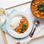 Zeleninové kari z Keraly, papadam, rýže & mátový jogurt