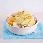 Bramborový salát s ořechy, šunkou a zeleninou