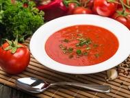 Rajčatová polévka s kurkumou