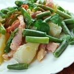 Salát z citronových brambor a máslových fazolí