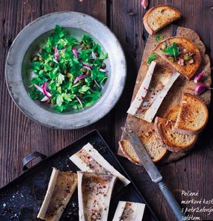 pečeNé morKové Kosti spetrželovým salátem