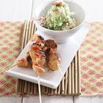 Kuřecí satay se salátem z mořských řas a rýže