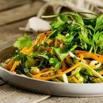 Teplý mrkvový salát s cizrnou