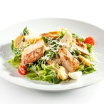Kuřecí prsíčka na salátu
