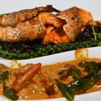 Losos masala s petrželovým salátem