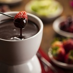 Čokoládové fondue s jahodami